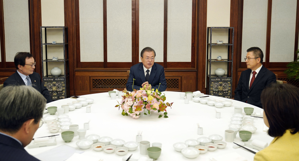 President Moon Jae-in to meet with heads of four main political parties at the National Assembly