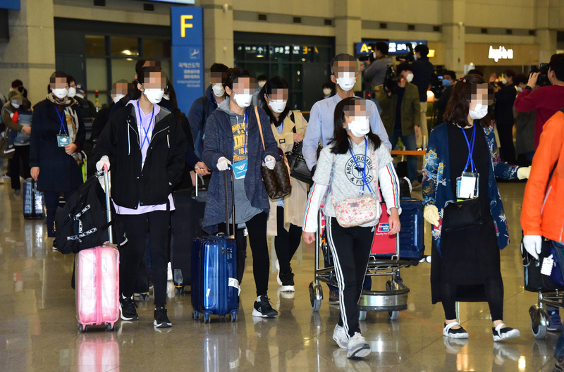 S. Koreans from Iran arrive at Incheon International Airport