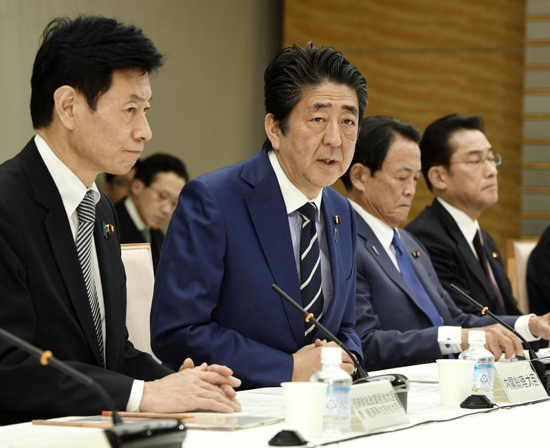 코로나19 회의 주재중인 아베 신조 일본 총리