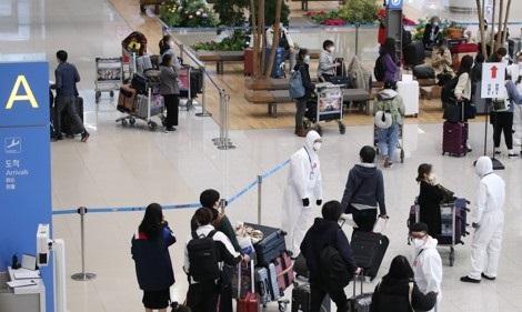 인천공항에 도착한 해외유입 입국자들