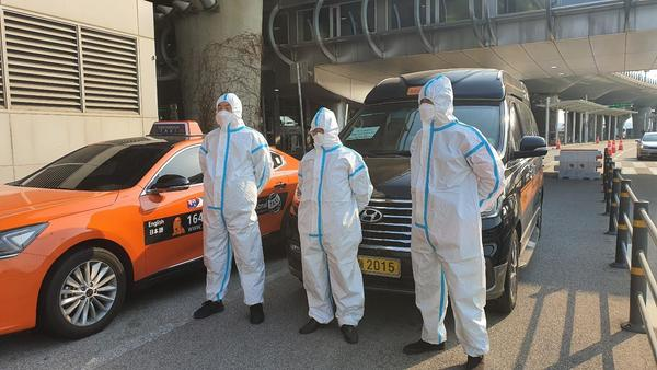 Seoul city operates special taxi services for international arrivals amid virus concerns.