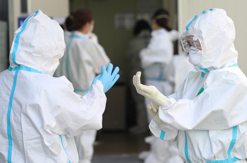 Medical workers in full protective gear at Keimyung University Daegu Dongsang Hospital.