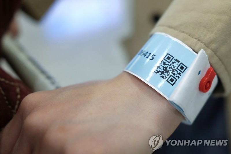 wristband with a QR code used in Hong Kong for tracking people under compulsory self-quarantine