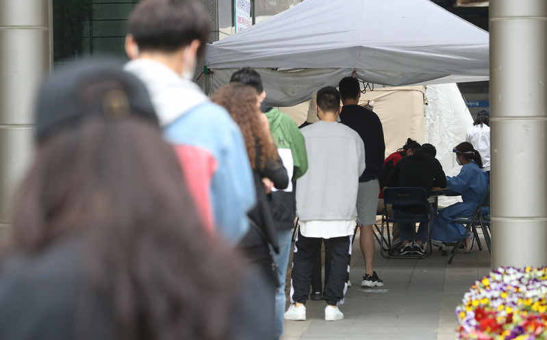 Residents in Seoul's Yongsan District line up to get tested for the novel coronavirus.