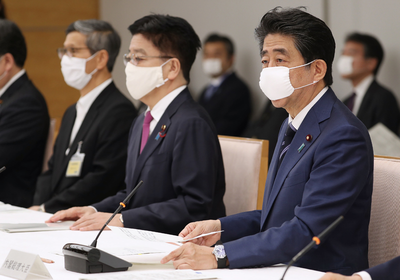 Japanese Prime Minister Shinzo Abe announces the lifting of emergency measures for the Kansai region at a COVID-19 task force meeting in Tokyo on May 21, 2020.