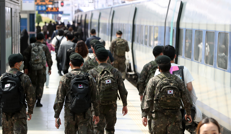 Soldiers at Yongsan Station in Seoul