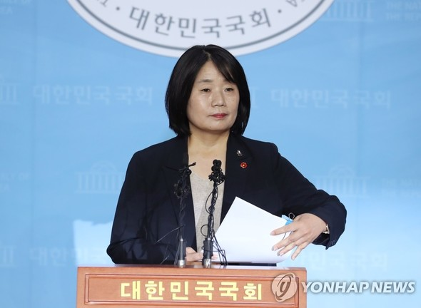 Proportional lawmaker-elect Yoon Mee-hyang clarifies controversies surrounding her and her civic group during a press conference at the National Assembly Friday