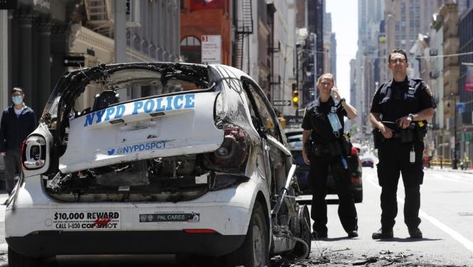 화재로 불탄 뉴욕시 경찰 차량