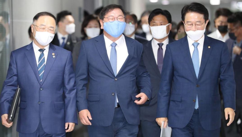 3차 추경 당정협의 향하는 홍남기-김태년-조정식