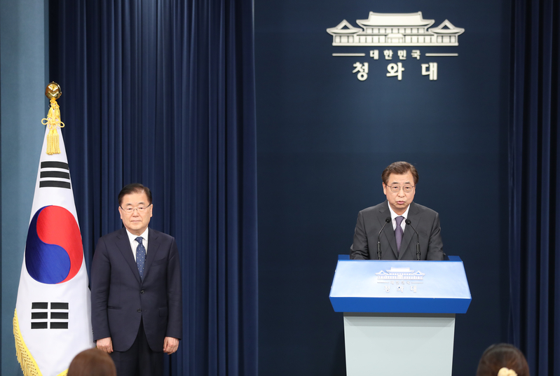 Suh Hoon (R), current National Intelligence Service chief, speaks at a briefing at Cheong Wa Dae after President Moon Jae-in overhauls his national security team.