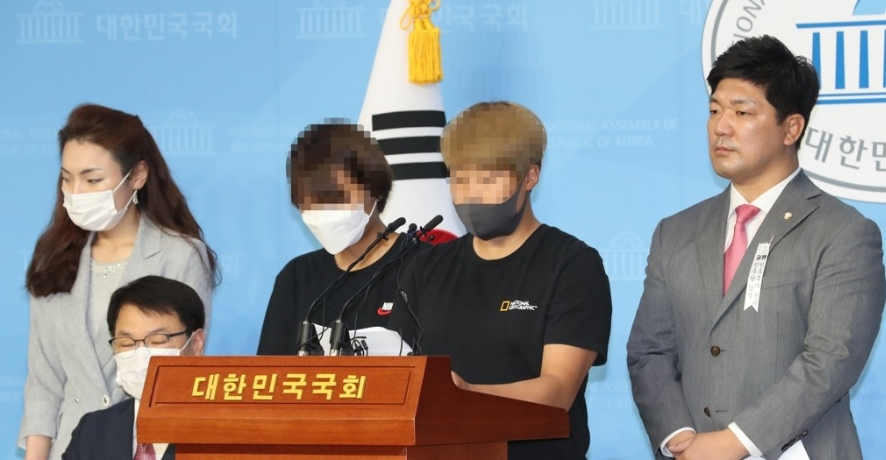 Two teammates of the late South Korean triathlete Choi Suk-hyeon speak at a press conference at the National Assembly.