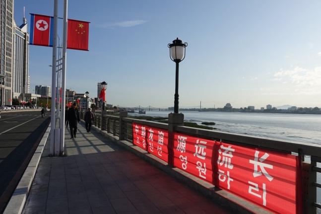 북한 인공기와 중국 오성홍기
