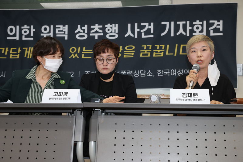Kim Jae-ryun (R), a lawyer representing a former secretary of late Seoul Mayor Park Won-soon, speaks at a press conference in Seoul.