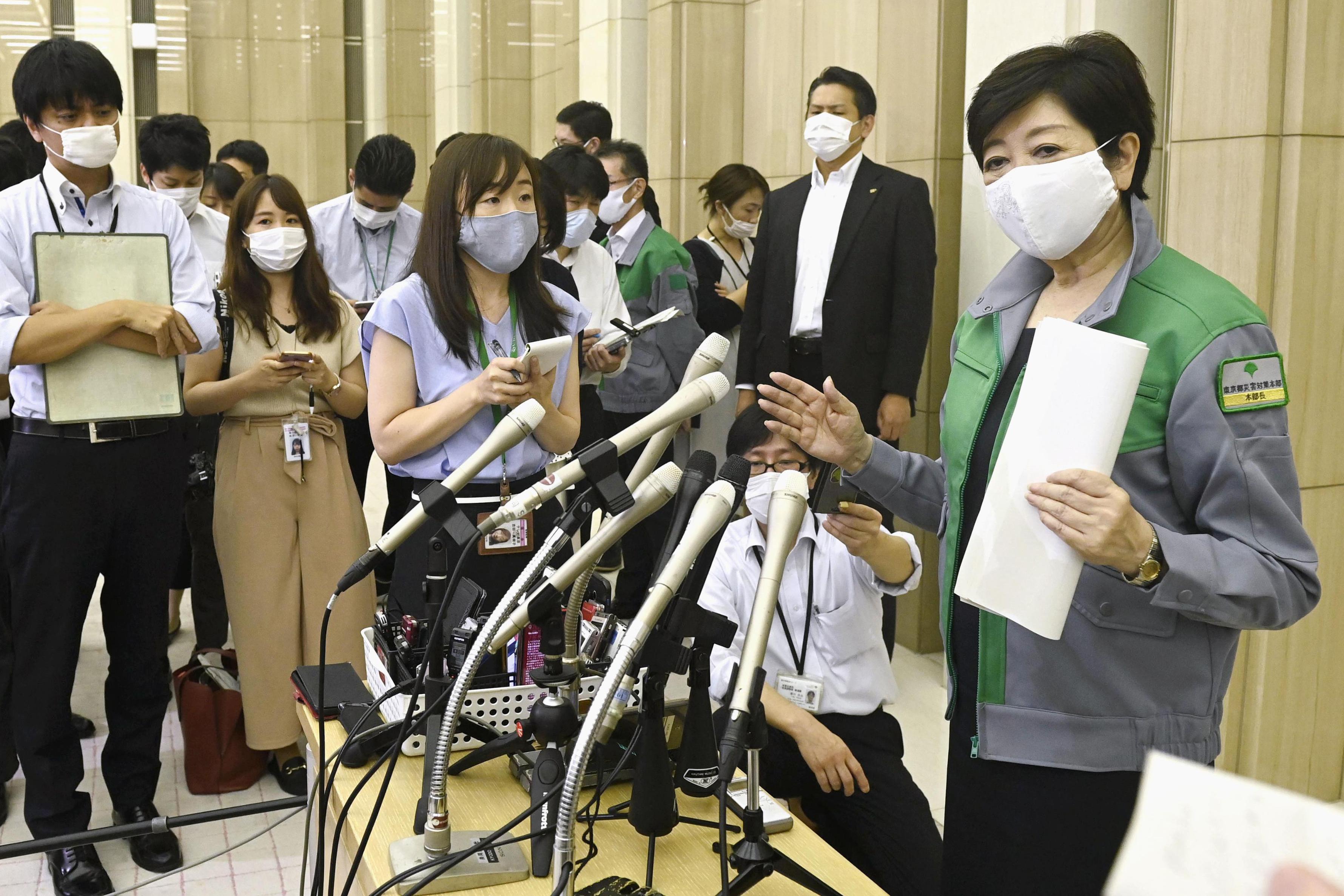 코로나19 확산 경고하는 일본 도쿄도 지사