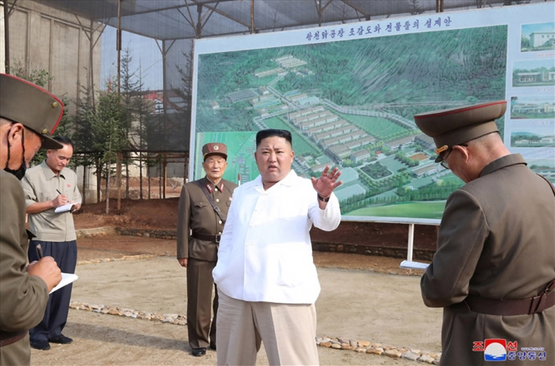 North Korean leader Kim Jong-un (C) speaks during a visit to a chicken farm under construction, in this photo released by the Korean Central News Agency on July 23, 2020.