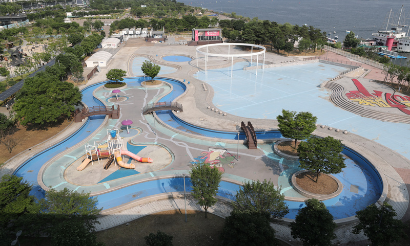 The Ttukseom Hangang Outdoor Swimming Pool in Seoul will remain closed for the 2020 summer season due to the coronavirus pandemic.