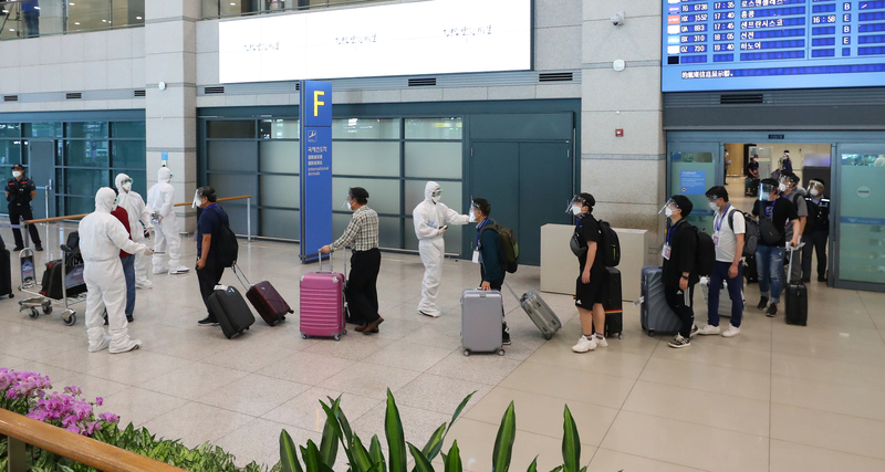 A group of South Koreans who worked at construction sites in coronavirus-hit Iraq arrive at Incheon International Airport on July 31, 2020.