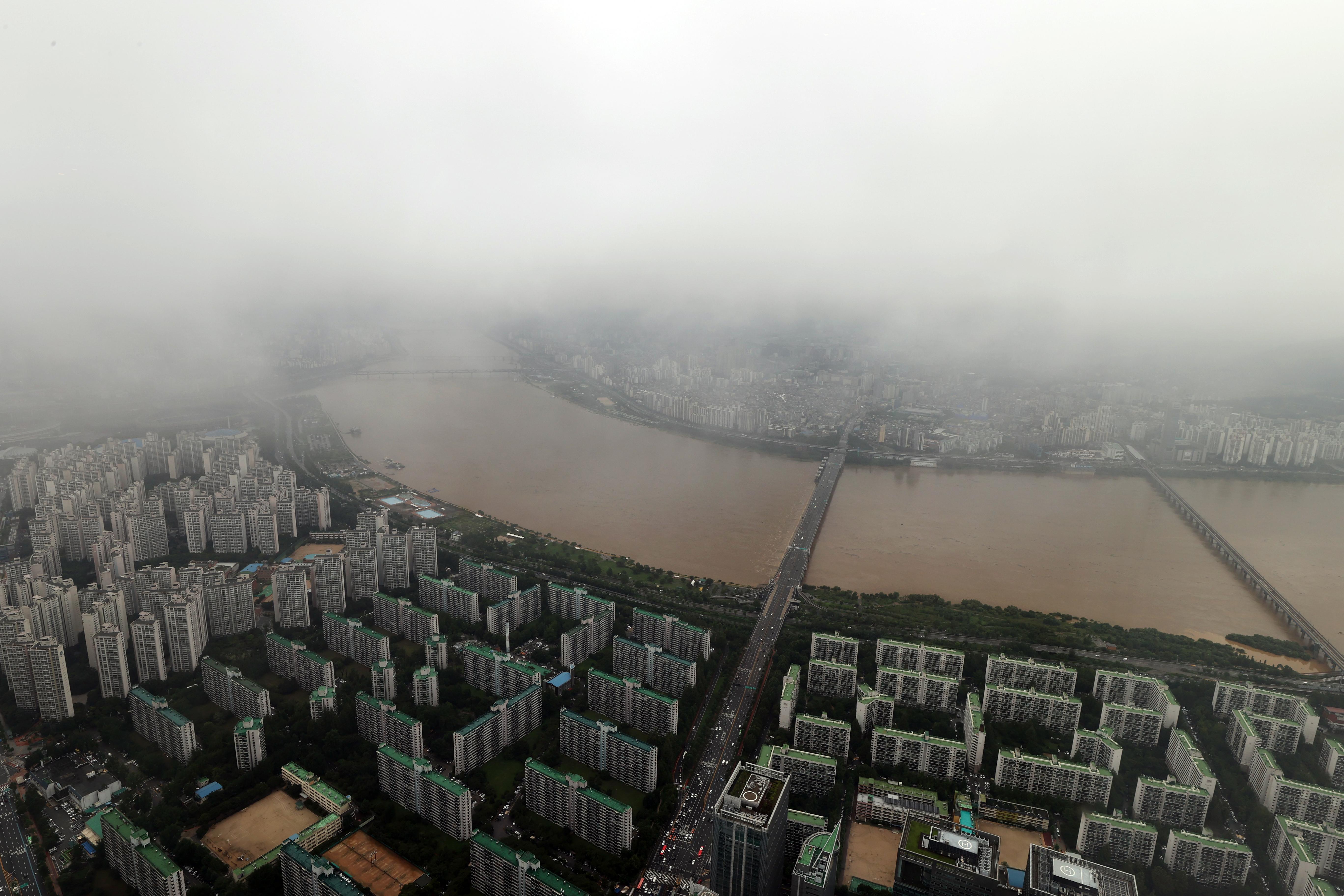 물 불어난 한강 일대