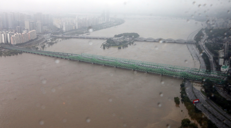 Han River water levels continue to rise after days of heavy rain.