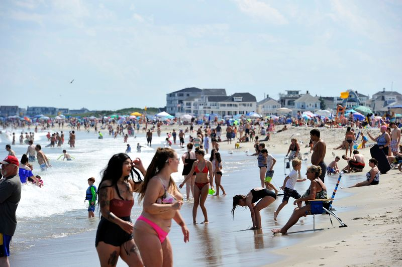 Crowds flock to Hampton Beach in the U.S. state of New Hampshire on August 5, 2020, amid a rise in COVID-19 cases in the region.