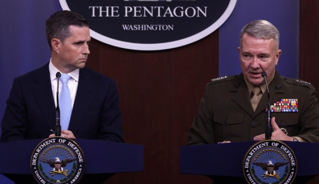 Pentagon spokesman Jonathan Hoffman (L) and Marine Gen. Kenneth McKenzie, commander of U.S. Central Command