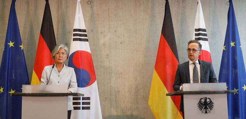 South Korean Foreign Minister Kang Kyung-wha (L) and German Foreign Minister Heiko Maas brief the media during a news conference after holding a strategic dialogue in Berlin, Germany, on August 10, 2020.