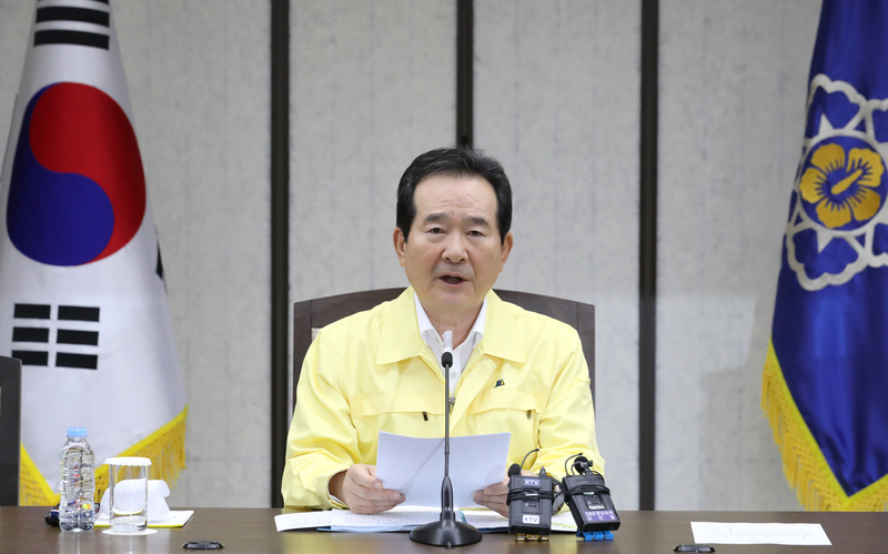 Prime Minister Chung Sye-kyun speaks on the coronavirus situation in the Seoul metropolitan area during a Central Disaster Management Headquarters meeting in Sejong city on August 14, 2020.
