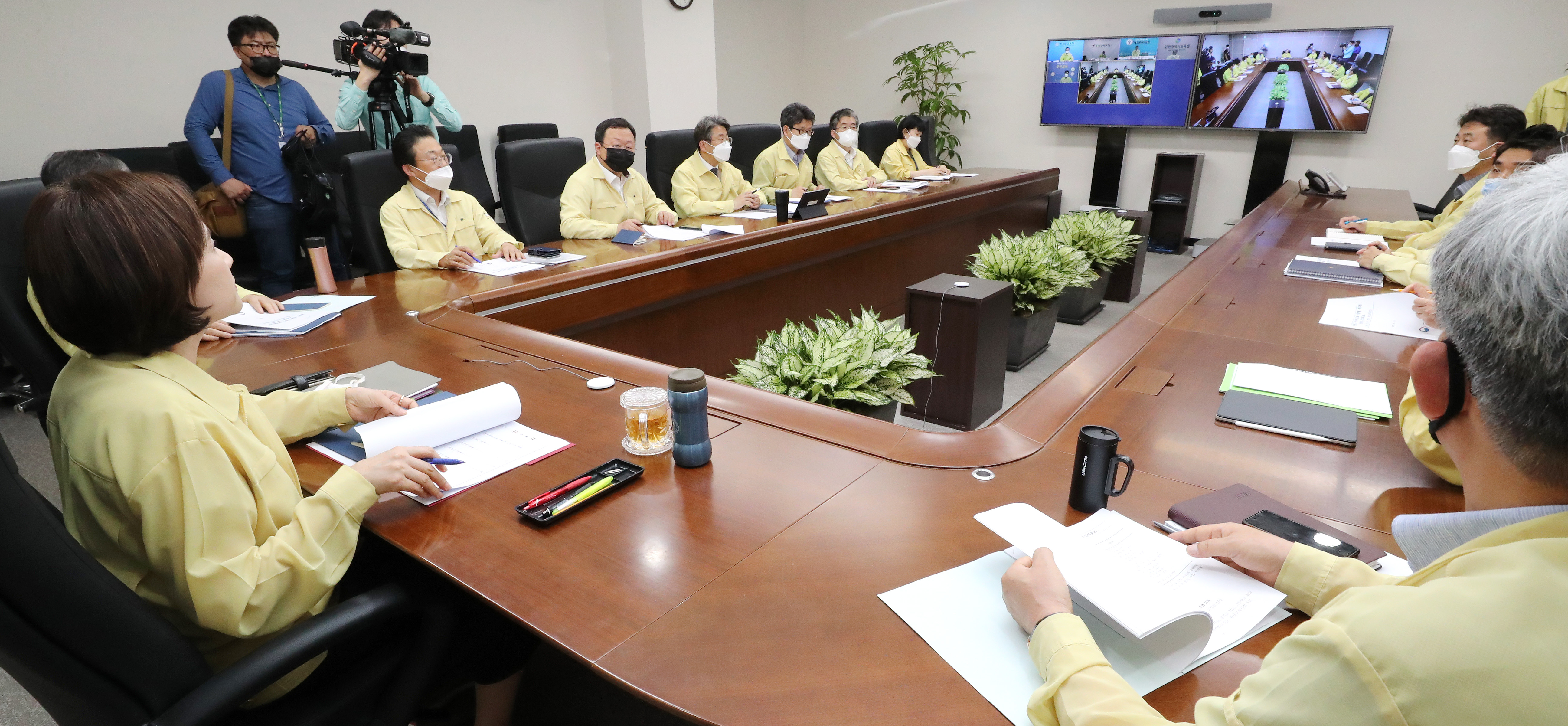 시도교육청 부교육감들과 영상 회의에서 발언하는 유은혜 부총리 겸 교육부 장관