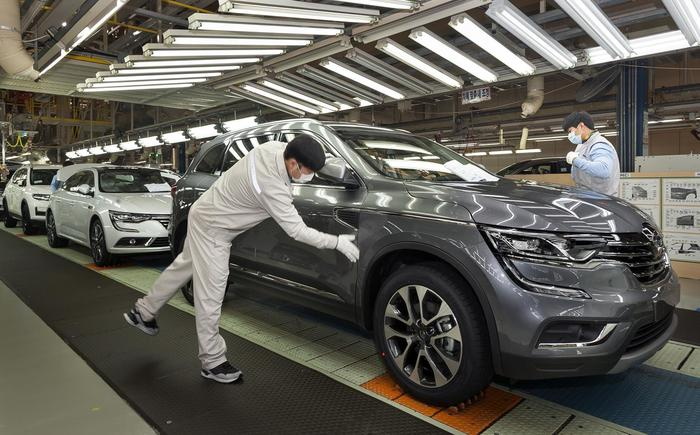 Workers inspect vehicles on the QM6 assembly line at the Renault Samsung plant in Busan.