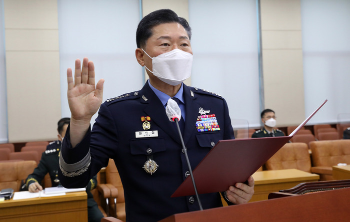Gen. Won In-chul, the nominee to become South Korea's next Joint Chiefs of Staff chairman, takes an oath during his confirmation hearing at the National Assembly in Seoul on Sept. 18, 2020.