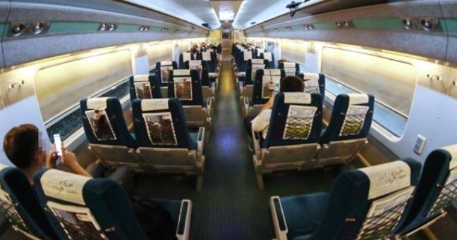 사회적 거리두기 영향으로 빈 열차