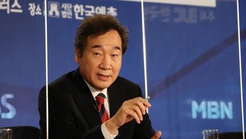 방송기자클럽 초청 토론회에서 발언하는 이낙연