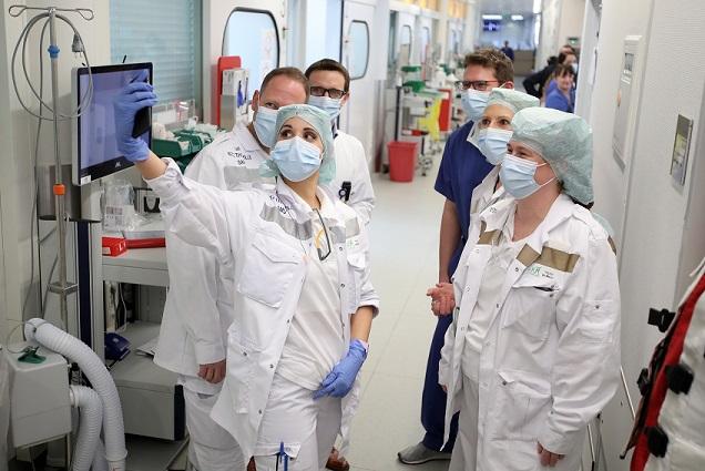 독일 병원의 코로나19 치료와 관련된 독일 및 프랑스 의료진