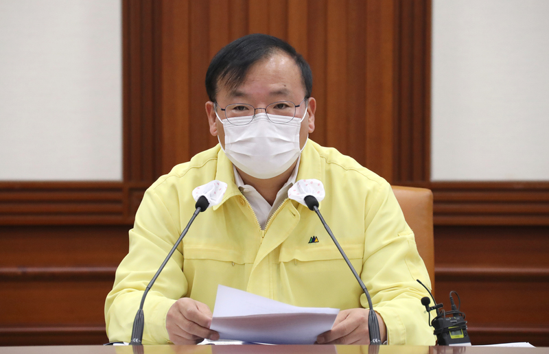 Second Vice Health Minister Kang Do-tae speaks during a coronavirus response meeting held at the Government Complex in Sejong.