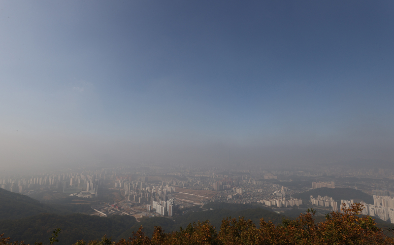 A layer of haze blankets areas in southern Seoul.