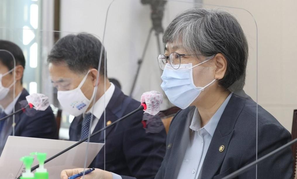 국회 보건복지위 국감에서 답변하는 정은경 질병관리청장