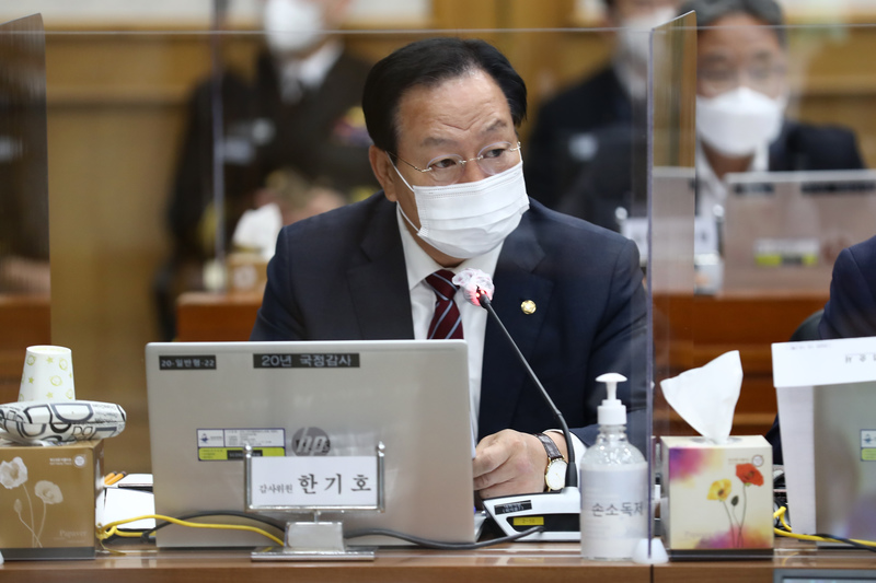 People Power Party Rep. Han Ki-ho speaks during a parliamentary hearing in Seoul on Oct. 15, 2020.