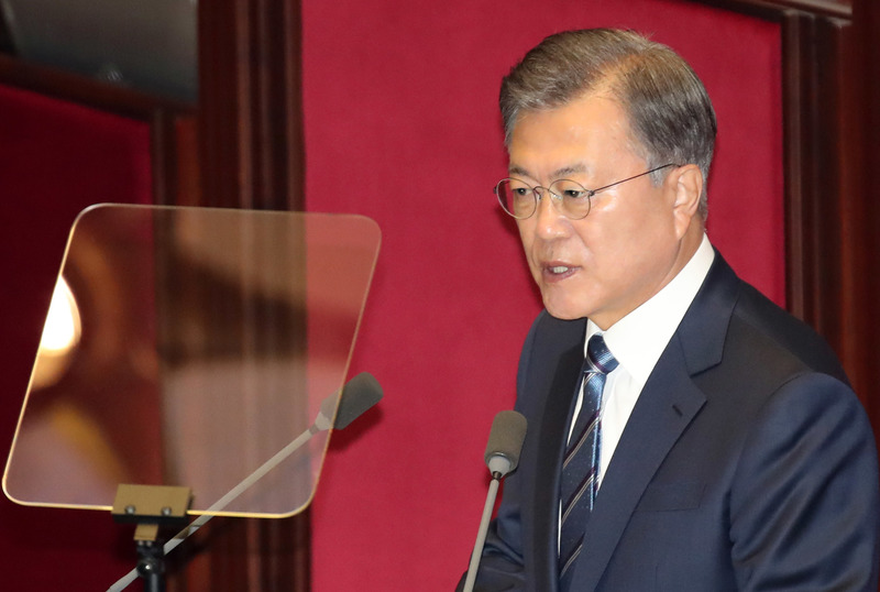 President Moon Jae-in gives a speech at the National Assembly on Oct. 28, 2020.