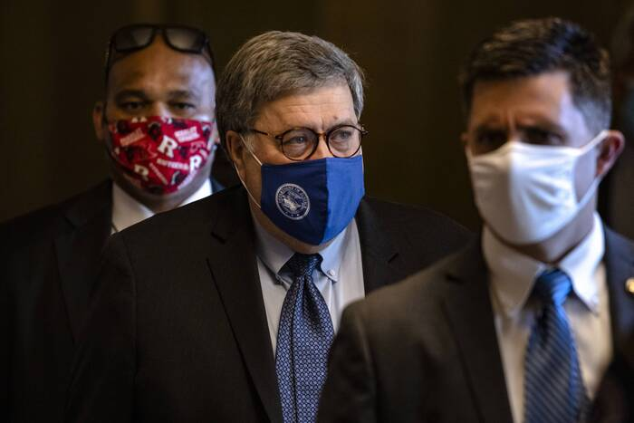 U.S. Attorney General Bill Barr (C) leaves Capitol Hill after meeting with Republican Senate Majority Leader Mitch McConnell in Washington, D.C. on Nov. 9, 2020. (Photo: AFP-Yonhap News)
