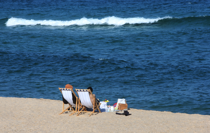 A couple sits alone and watches the waves at Gyeongpo Beach in Gangneung, Gangwon Province. (Photo: Yonhap News)