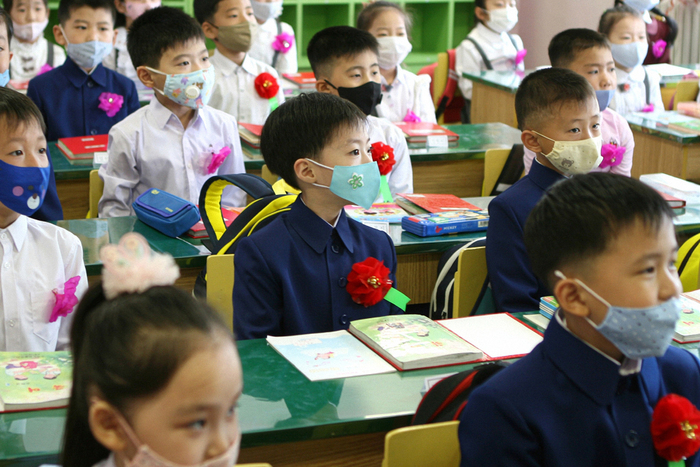 Elementary school children in Pyongyang are seen wearing masks during class to protect against COVID-19 in this photo released by North Korean state-run media on Nov. 4, 2020. (Photo: Yonhap News)
