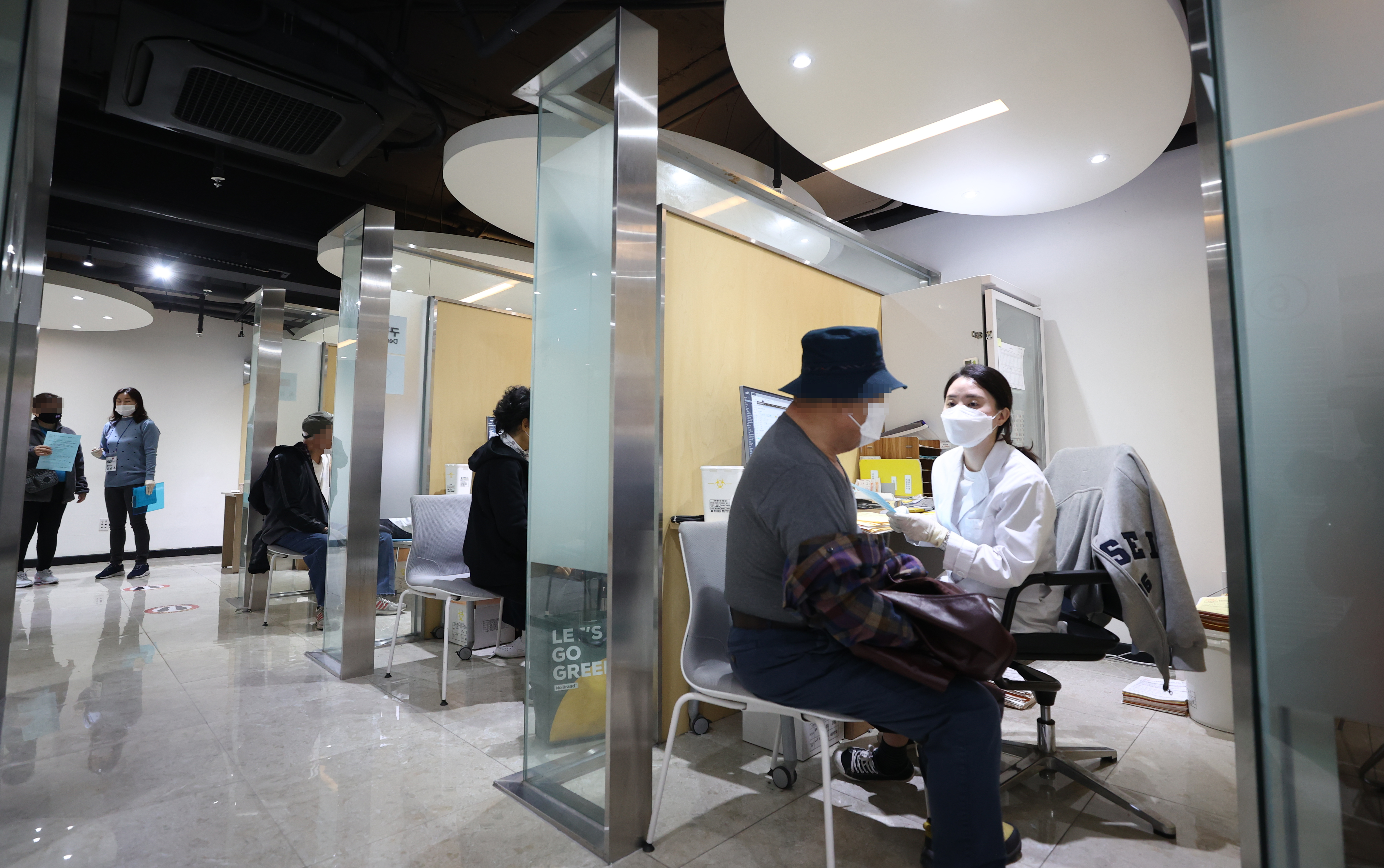 독감 백신 접종하는 시민들