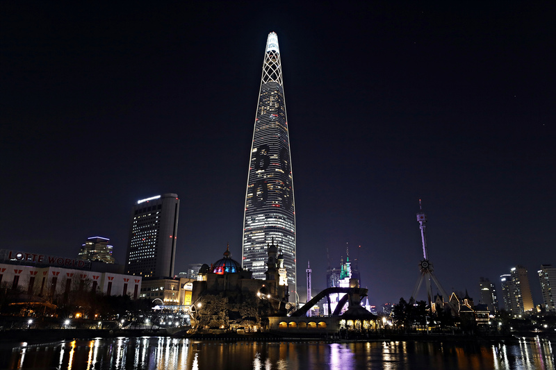 Lotte World Tower in southern Seoul (Photo: Yonhap News)