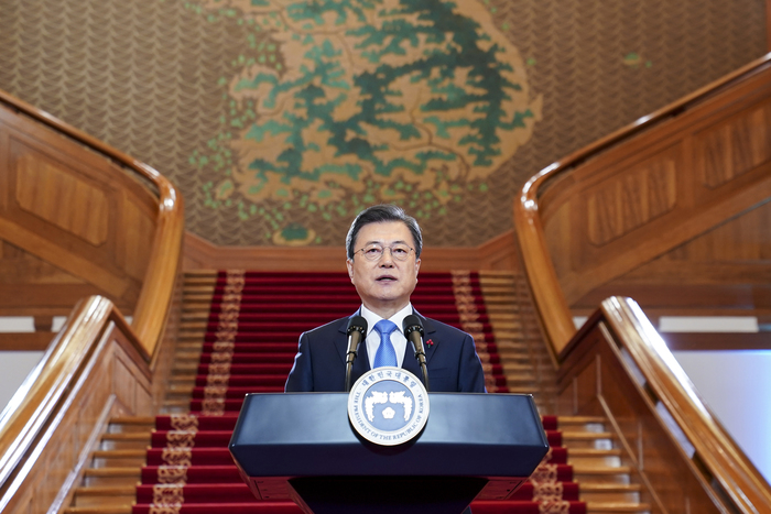 President Moon Jae-in delivers his New Year's address to the country at Cheong Wa Dae on Jan. 11, 2021. (Photo: Yonhap News)