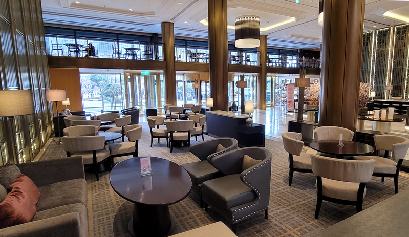 A lounge area in the lobby of a five-star hotel in Seoul is seen empty amid Level 2.5 social distancing measures enforced in the capital region. (Photo: Yonhap News)