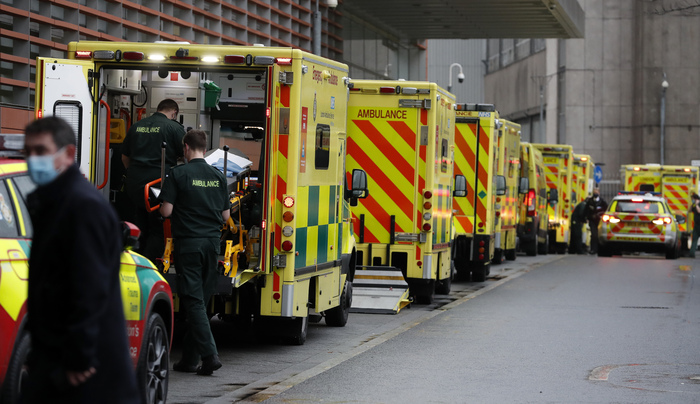 Ambulances queue at the Royal London Hospital on Jan. 13, 2021, during England's third national lockdown to curb the spread of COVID-19. (Photo: AP-Yonhap News)