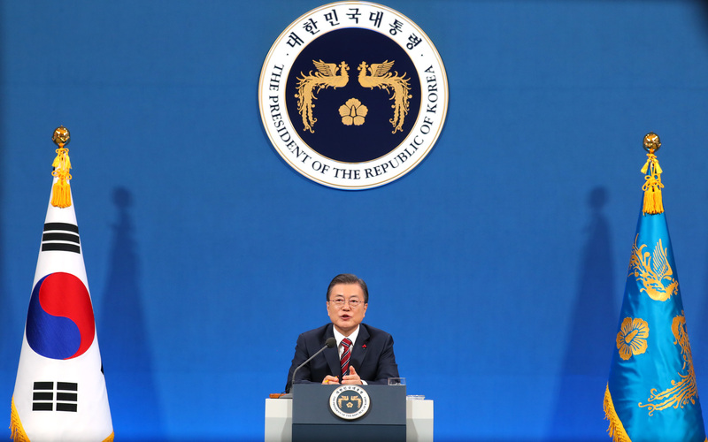 President Moon Jae-in holds a socially-distanced, semi-virtual New Year's press conference at Cheong Wa Dae on Jan. 18, 2021. (Photo: Yonhap News)