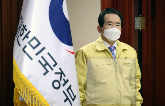 Prime Minister Chung Sye-kyun attends a COVID-19 response meeting at the government complex in Seoul on Jan 19, 2021. (Photo: Yonhap News)