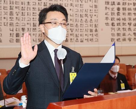 선서하는 김진욱 공수처장 후보자