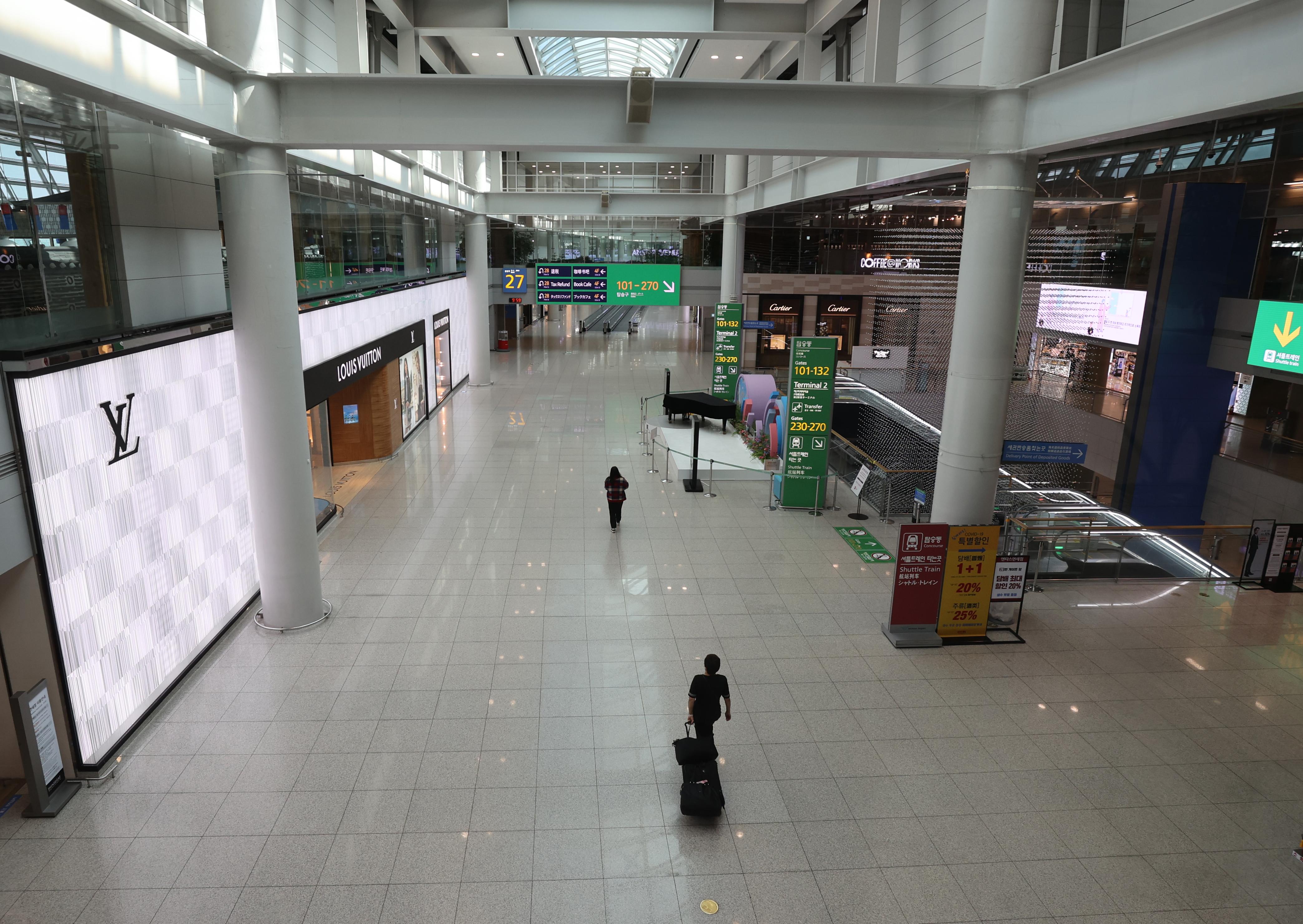 한산한 인천공항 면세점